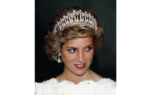 "Diana, Princess of Wales (1961-1997) trägt die 1914 gefertigte ""Cambridge Lover's Knot Tiara"" Abb. via fanfiktion.de"