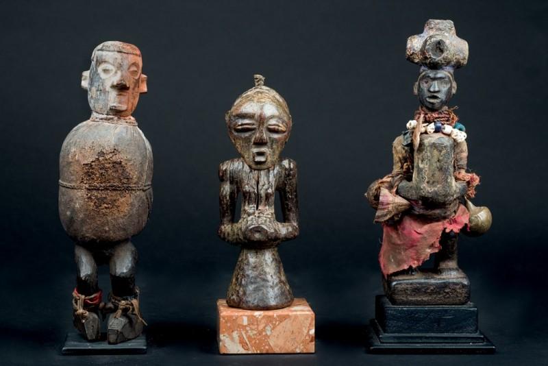 Lote 556: Tres fetiches: Yaka, Kongo y Songye. R. D. Congo