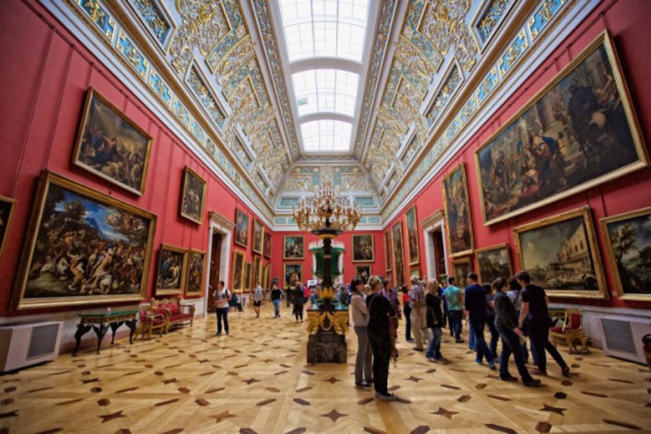 Musée de l'Ermitage, fondé en 1764 pour abriter la collection d'art de Catherine la Grande, image © Hunter et Bligh