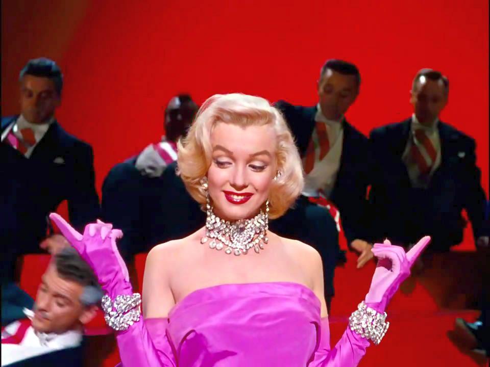 Marilyn Monroe sjunger Diamonds are a girl's best friend i filmen Gentlemen Prefer Blondes (1953)