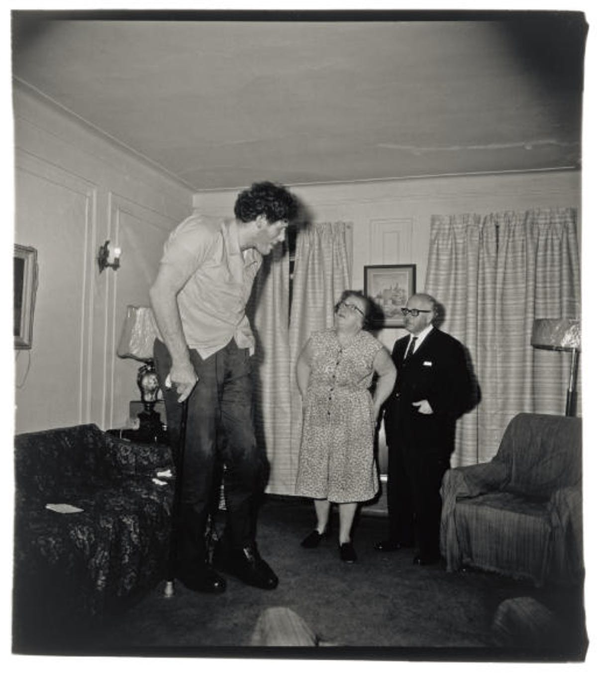 "Diane Arbus, ""A Jewish Giant at home with his parents"", 1967. Foto: Christie's."