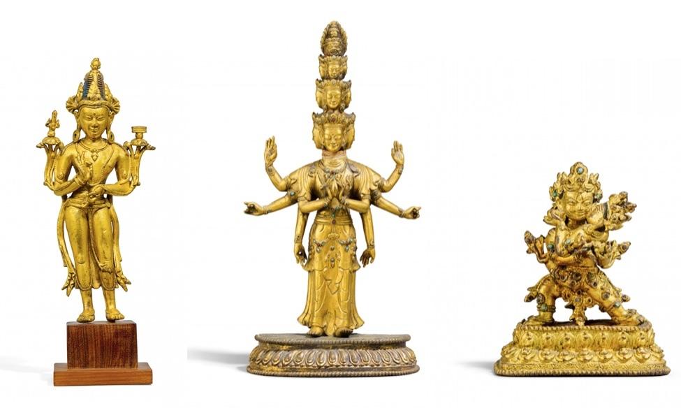 Vänster: Manjushri i förgylld brons, Tibet 1600-1700-talet. Mitten: Avalokiteshvara i förgylld brons, Tibet 1700-1800-talet. Höger: Mahakala yab-yum i förgylld brons, Tibet, Mallaperioden 1300-1400-talet.