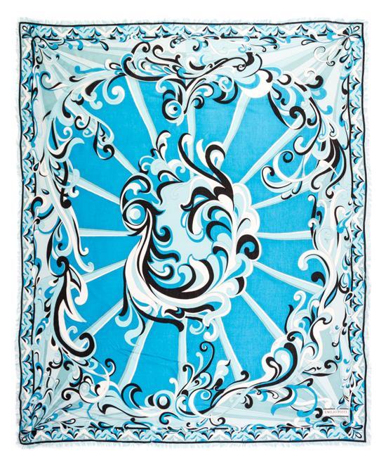 Ein Emilio Pucci Blue Print Schal. Schätzpreis umgerechnet ca. 90 EUR. Zu finden bei Leslie Hindman.