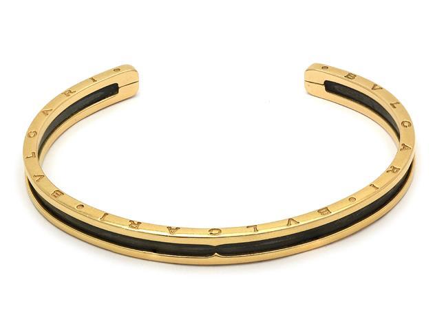 "Armring, BVLGARI, 18K guld och svart stål, ""B.zero 1.""."