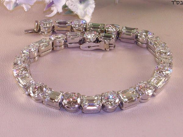 Tennisarmband i platina med diamanter i briljant- och baugetteslipning (cirka 16, 90 ct).