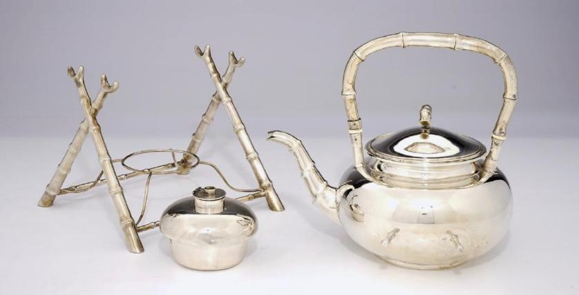 Silberne Teekanne mit Réchaud, Wang Hing-Marke, China um 1900