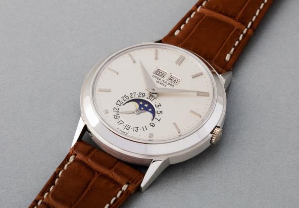 """La montre Patek Philippe 3448 """"Padellone"""", or blanc 18k (1975) en vente chez Phillips"""