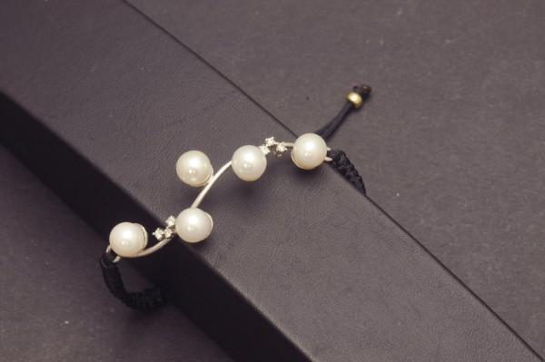 Armband aus WG mit Perlen und Diamanten