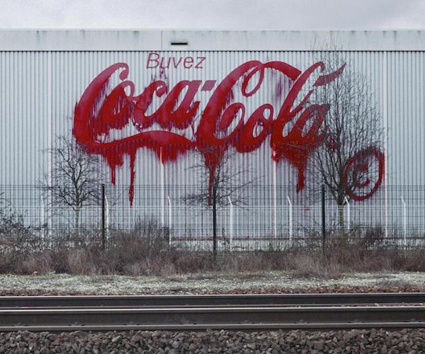 Liquated Logo Coco-Cola, banlieue Parisienne, 2006 © Zevs