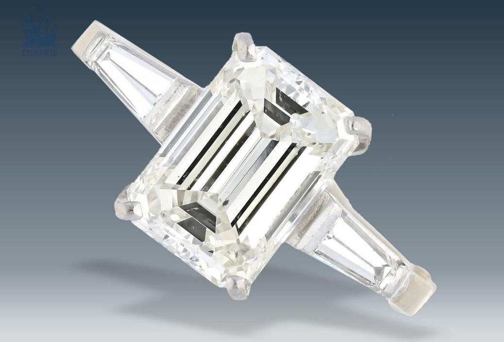 Weißgoldring mit drei Diamanten und Scharnier