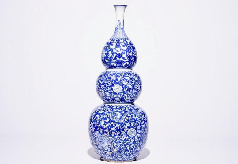 Große dreibauchige Vase aus blauweiß bemaltem Porzellan, China, Kangxi