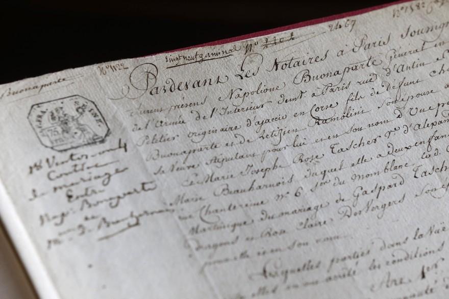 Le contrat de mariage entre Napoléon et Joséphine, daté du 8 mars 1796, image ©Thomas Samson, AFP