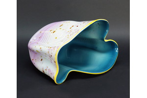 Untitled, Dale Chihuly. 1983, blown glass vessel.