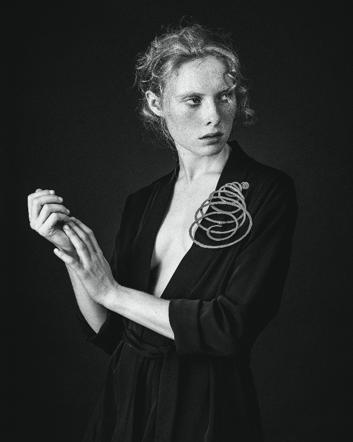 Brass Brooch, 1940, Photographed by Alexander English, image ©Louisa Guinness Gallery & Calder Fondation