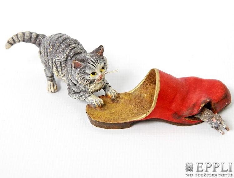 En oemotståndlig bronsfigurin från Österrike, så kallad Wienerbrons, med en kattunge som jagar en mus ropas ut för 180 euro hos det tyska auktionshuset Eppli