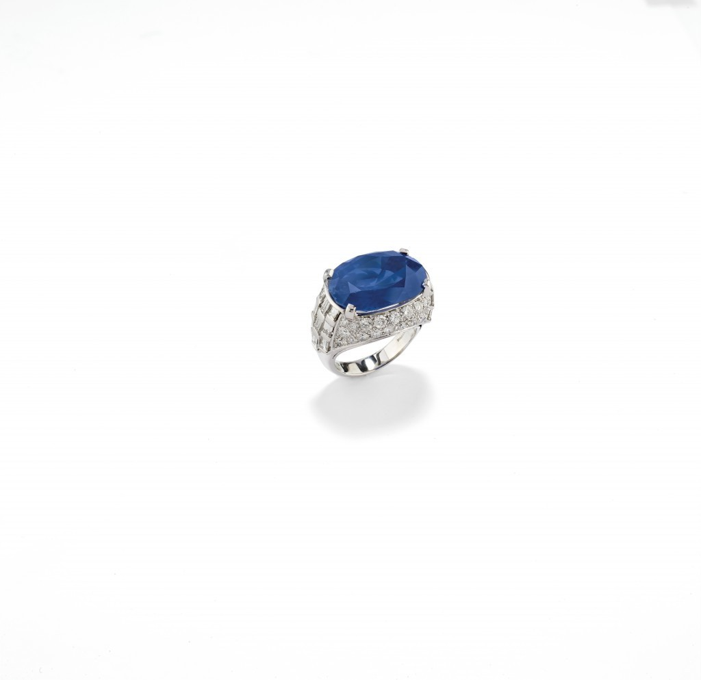 Bulgari, White gold ring with sapphire (24.18 ct) and diamonds, ca. 1970