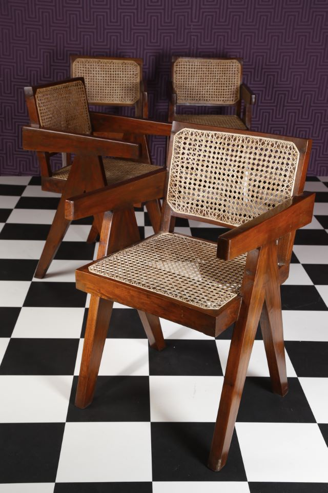 Lot 222 Pierre Jeanneret (1896-1967) Ensemble de quatre fauteuils «Conference armchair» Estimation: 5 000 / 8 000 €
