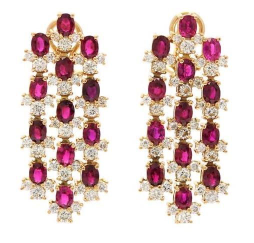 Örhängen i 18K guld med 26 rubiner och 78 briljantslipade diamanter. Utropspris: 39 000 kronor.
