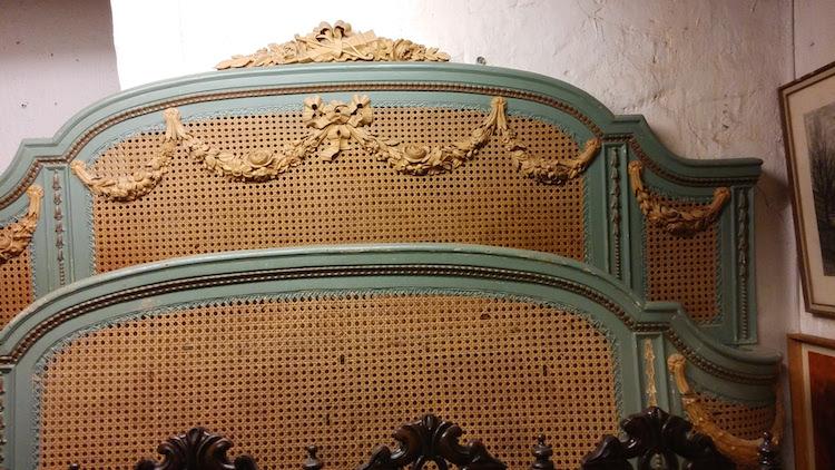 Bild på Zarah Leanders säng som inkommit till Barnebys värderingstjänst
