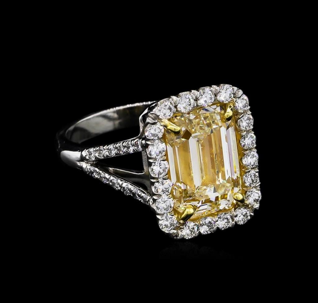 5.84 ctw Fancy Yellow Diamond ring - 18ct-platinum two-tone gold