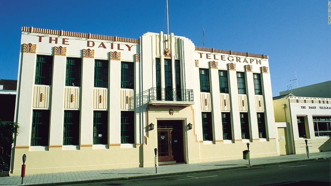 Le bâtiment du Daily Telegraph, conçu par E.A. Williams, est l'une des structures Art déco les plus impressionnantes. Achevé en 1932, il présente de nombreuses caractéristiques Art déco reconnaissables comme les zigzags, les fontaines, ou les rayons de soleil à la base du drapeau Image via CNN