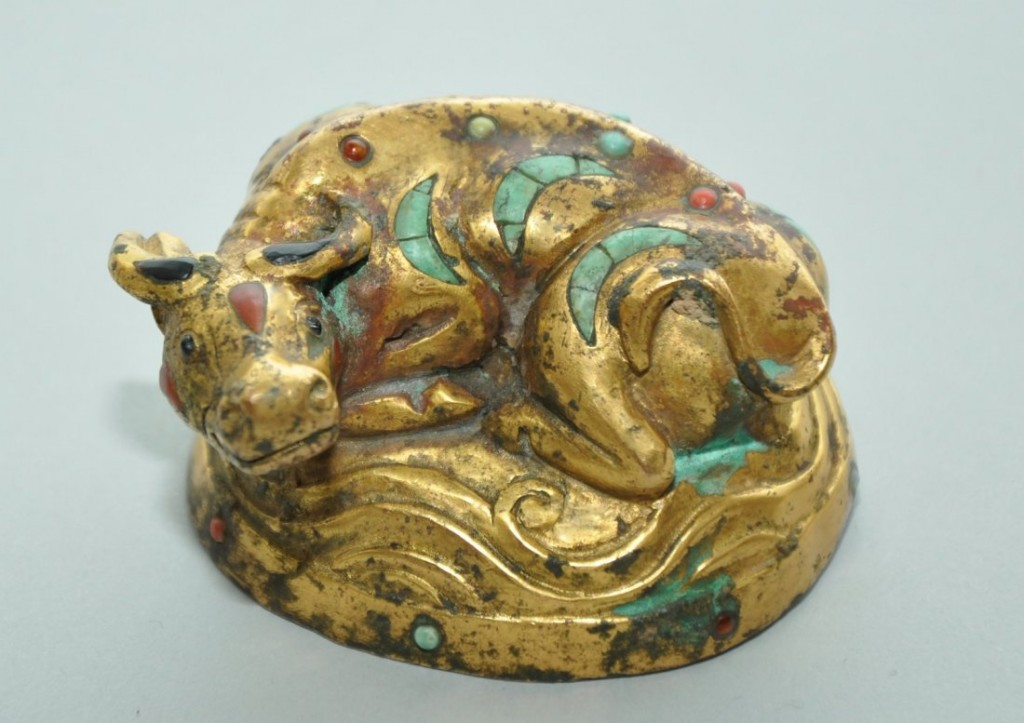 Wasserbüffel aus vergoldeter Bronze mit Intarsien aus Gagat und Achat, Han-Dynastie (206 v. Chr.-220 n. Chr.) Ausrufpreis: 16.900 EUR