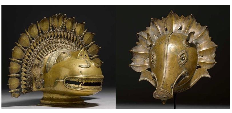 Links: Pilichandi Bhuta-Maske, Bronze, Indien, Karnataka, Tulunadu 18./19. Jh. Rechts: Panjurli Bhuta-Maske, Bronze, Indien, Karnataka, Tulunadu, 18./19. Jh.