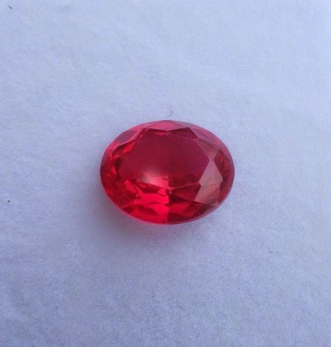 Oval rubin från Myanmar, 17,7 ct. Slutpris: 71 200 kronor.