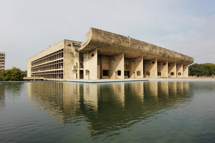 Der Palace of the Assembly in Chandigarh | Foto: © Fernanda Antonio via ArchDaily