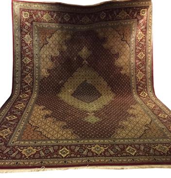 Täbris - Heratizeichnung mit Medaillon, Wolle und Seide auf Baumwolle, 650.000/m², 300x405 cm, Persien Limitpreis: 2.300 EUR