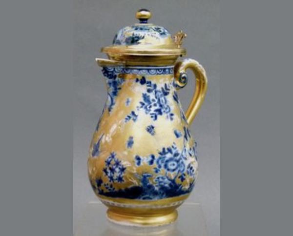 Hochbedeutende Meissenkanne, Porzellan mit feingraviertem Golddekor, blaue Bodenmarke, seltenes Sammlerstück, Meissen, um 1725 Schätzpreis: 9.500 EUR