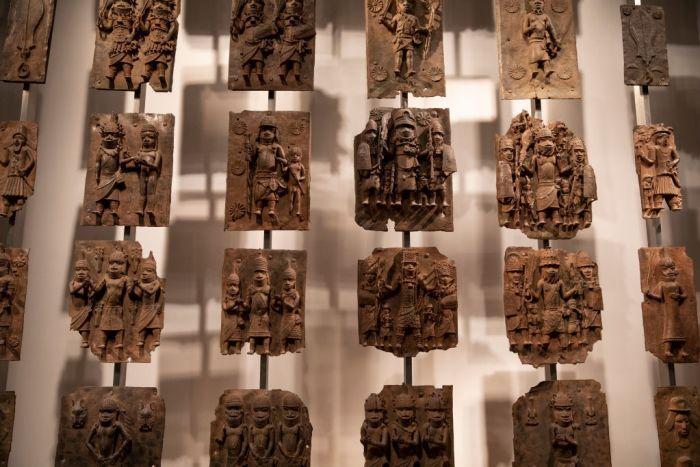 Les bronzes du Bénin que le British Museum a accepté de prêter au Nigeria, image ©Dan Kitwood / Getty Images