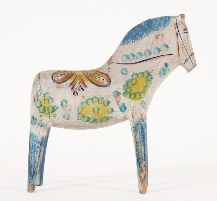 Originalmålad dalahäst med blå ben från 18/1900-tal. Underbar i sin form och figur! Startpris 100 kronor. Klubbades för 32 000 kronor exklusive provision