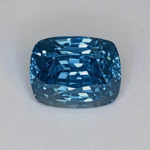 Kornblumenblauer Saphir im Kissen-Schliff (8,61 ct), Herkunft: Madagaskar, GIA Schätzpreis: 55.000-77.000 EUR Auktionsende: 9. Oktober, 14 Uhr