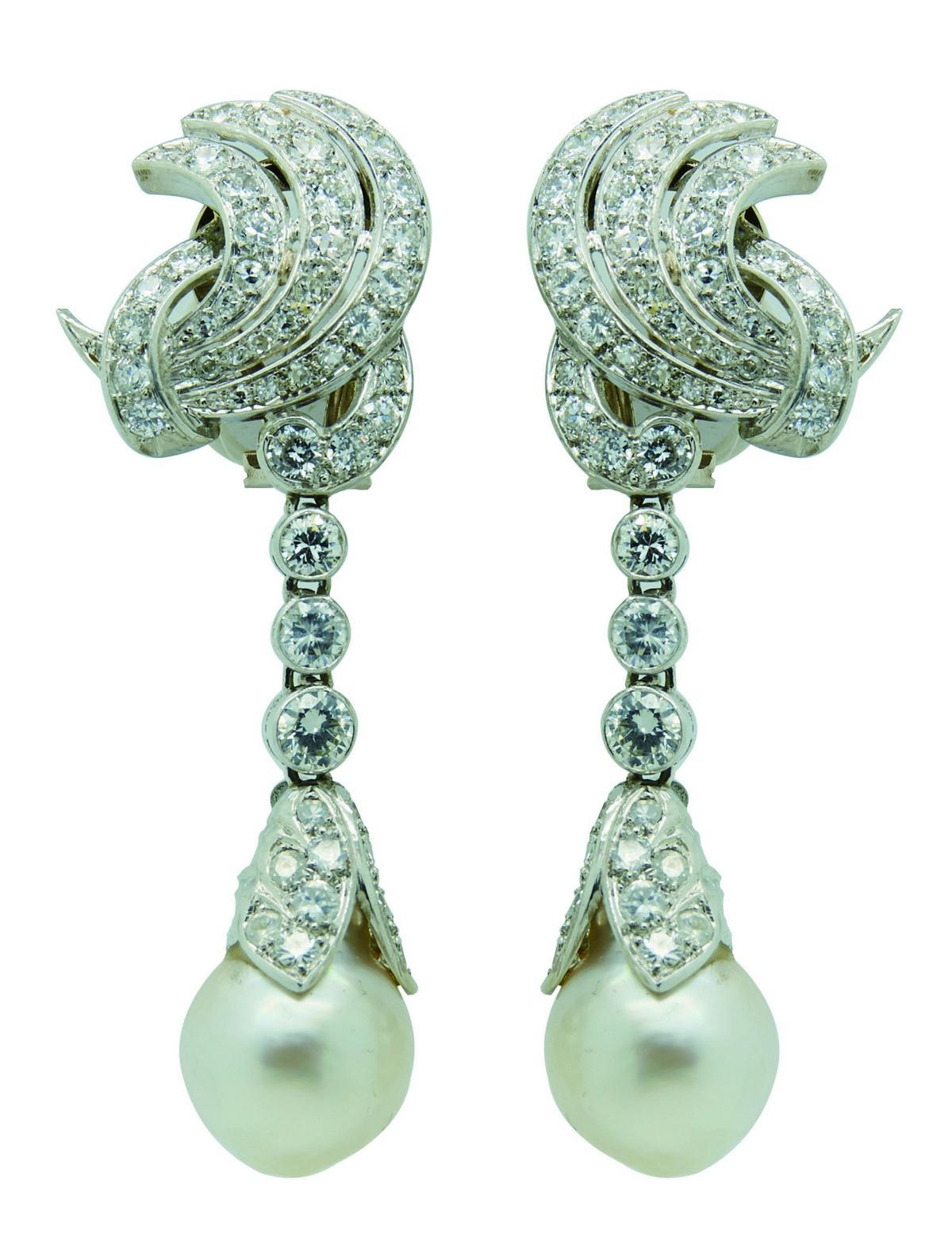 Pendientes largos en platino con diamantes y perla barroca (c. 1940)