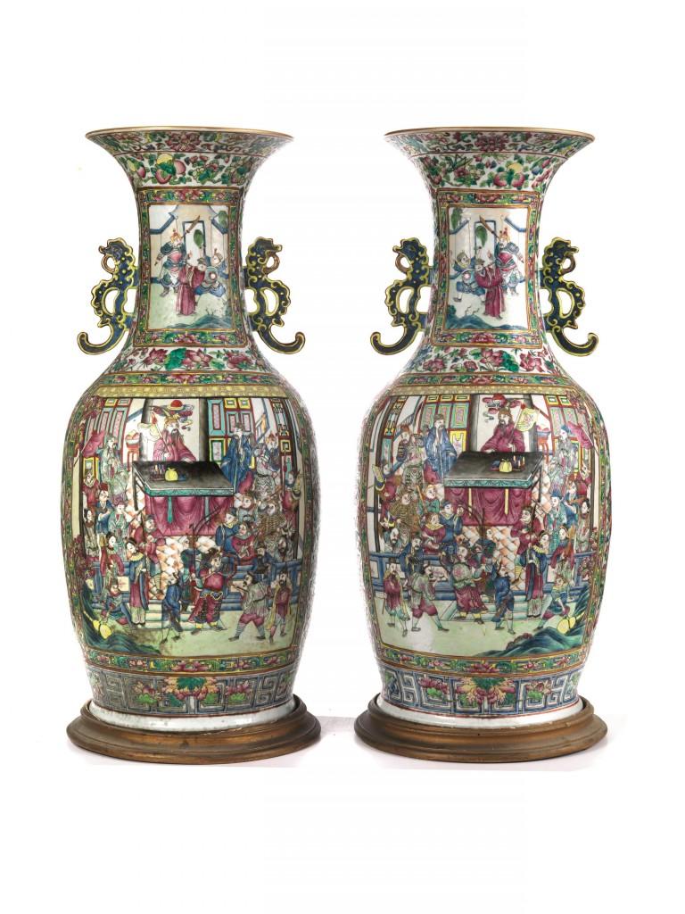 Paar kantonesischer Vasen aus Porzellan mit Famille rose-Bemalung, H: 85,5 cm, China, Qing-Dynastie, 19. Jh. Schätzpreis: 15.000-20.000 EUR