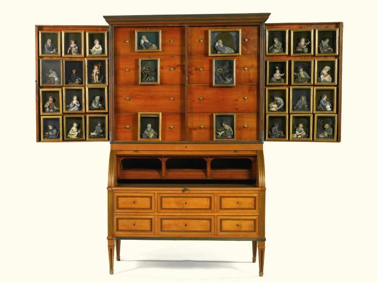"""Neoklassizistischer """"Figuri-Schrank"""" mit 30 Wachsfiguren, spätes 18. Jh. Schätzpreis: 68 000 - 109 000 EUR, landete in der Auktion am 24. Februar bei knapp 76 600 EUR"""