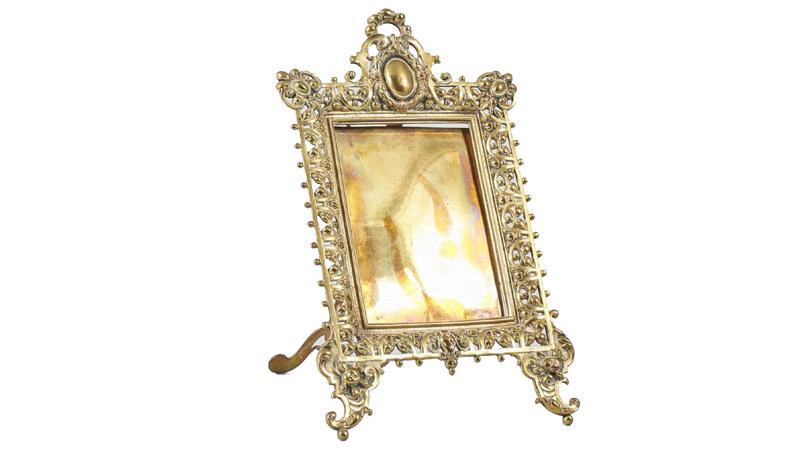 Fotoram. Mässing, höjd: 28 cm. På auktion hos Metropol Auktioner den 19 juni.