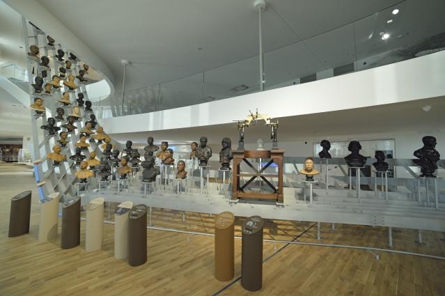 Une galerie de bustes représente la diversité humaine dans toute sa splendeur Image via franceinter.fr