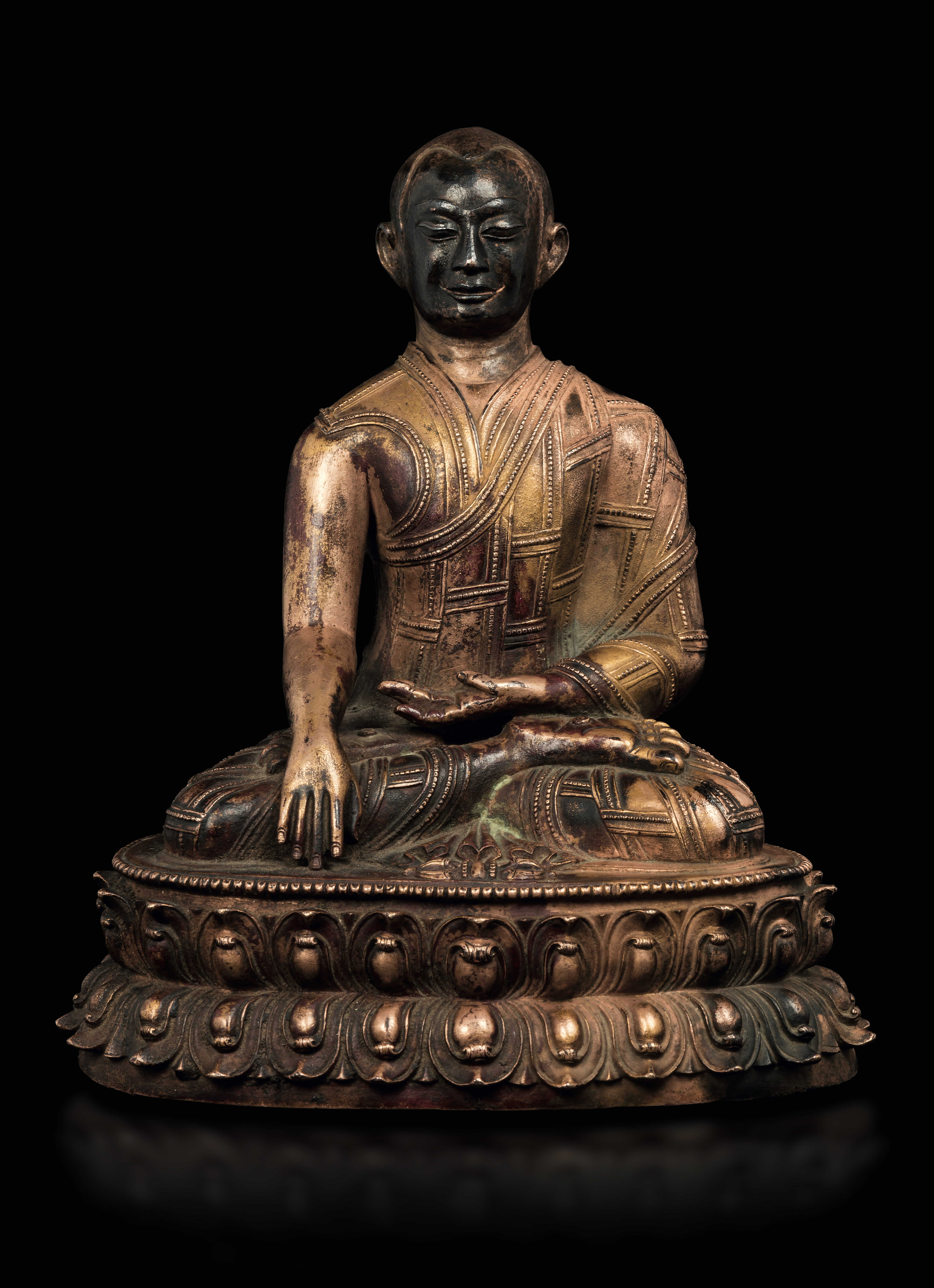 An important imperial figure of Lama seated on a double lotus flower in gilt bronze, Tibet, 13th century. Courtesy Cambi.