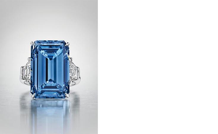 Links: Der Oppenheimer Blue ist der teuerste blaue Diamant (Foto: Christie's) Rechts: Der aktuell teuerste blaue Diamant pro Karat war ein Geschenk für ein siebenjähriges Mädchen (Foto: Sotheby's)
