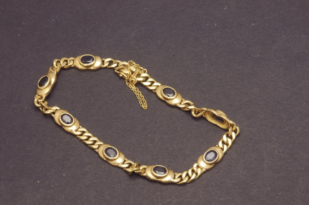 Armband aus GG mit ovalen Saphiren