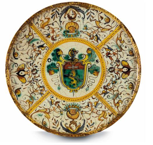 Etagere från Deruta med polykrommålning, en antik vapensköld, andra halvan av 1600-talet.