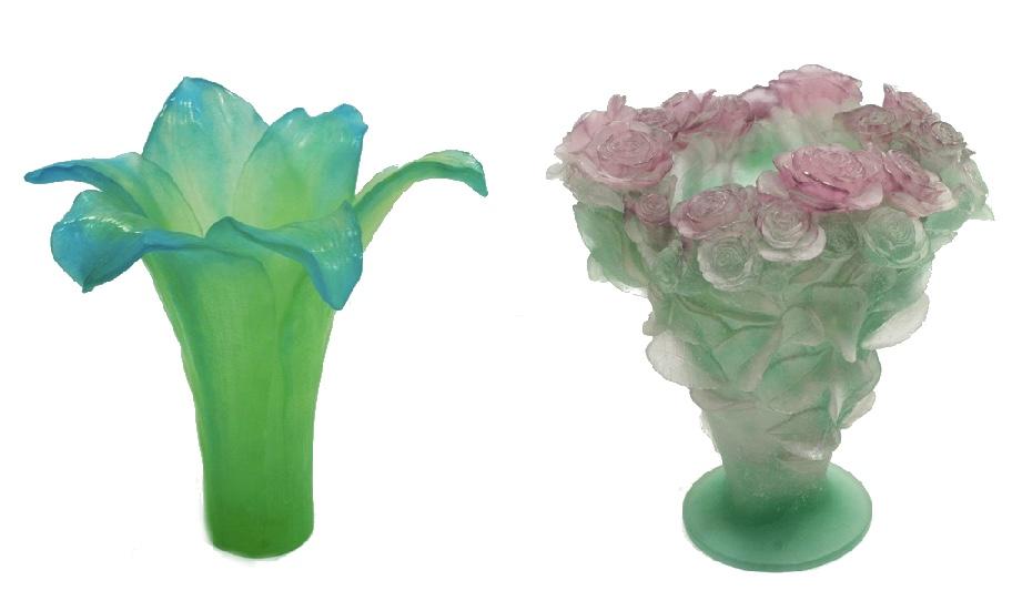 """Links: DAUM - Patte-de-verre-Vase """"Amaryllis"""", Frankreich 2. Hälfte 20. Jh. Rechts: DAUM - Patte-de-verre-Vase """"ROSES"""", Frankreich 20. Jh."""