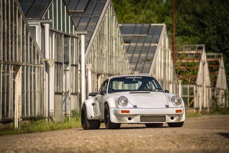 1974 Porsche Carrera RSR 3L Titre de circulation US, certificat de dédouanement UE Châssis n° 911 460 9113 Vendue 1 769 280 euros le 2 juillet 2017 chez Artcurial