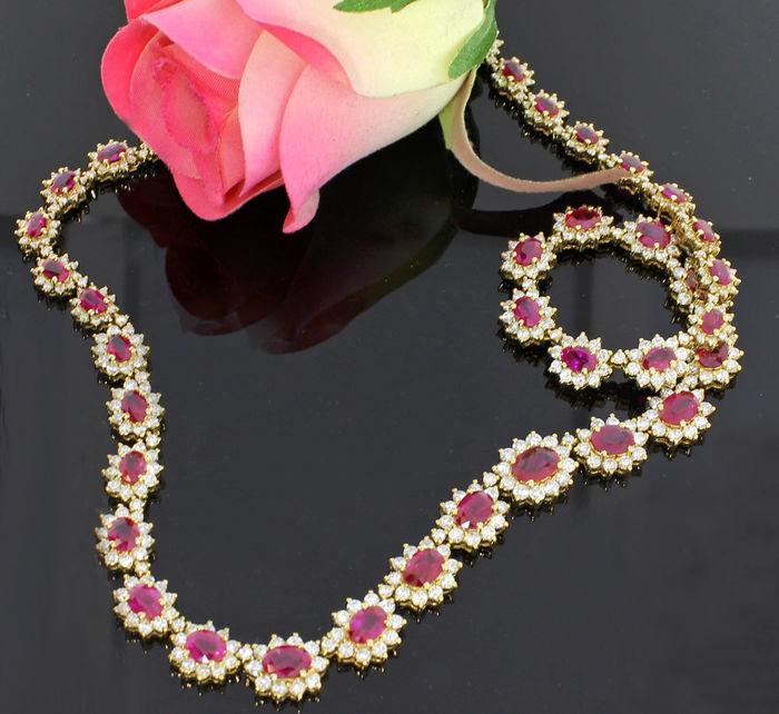 Collar de oro amarillo con 42 rubíes y 463 diamantes. Precio estimado: entre 20.000 y 26.000 €