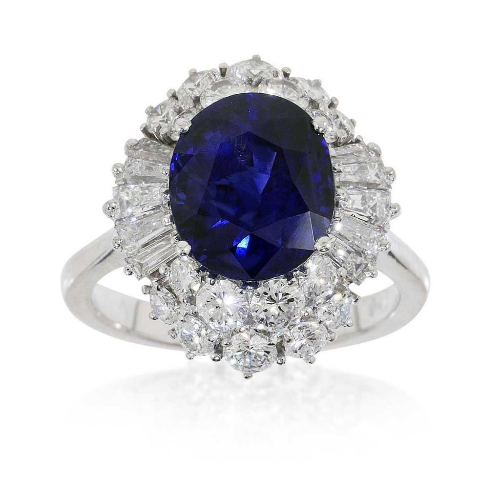 Ring mit Saphir, Diamantbaguettes und Brillanten