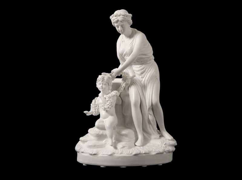 """Figura en porcelana tipo biscuit. """"Venus y Cupido"""""""