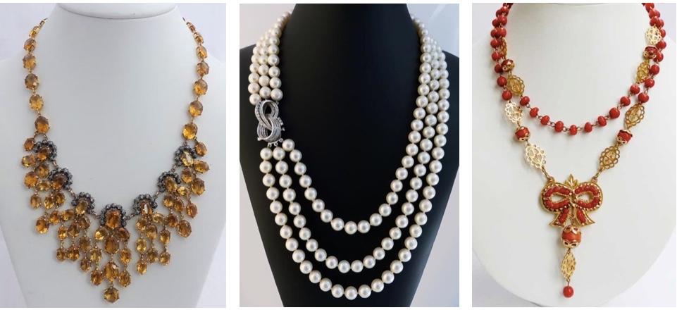 Links: Antikes Collies aus Roségold, teilw. versilbert, mit Topasen uns Diamanten Mitte: Dreischnürige Vintage Perlenkette mit Schließe aus Weißgold mit Diamanten Rechts: Collies aus Gelbgold mit roter Koralle