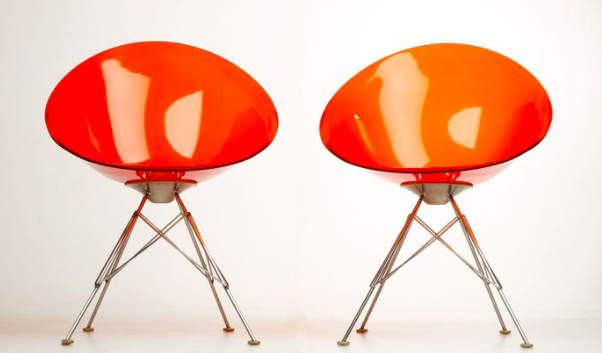 Philippe Starck pour Kartell – 2 chaises 'EroS' oranges transparentes En vente chez Catawiki